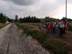 Jüngste Station der Sommertour der SPD-Stadtverordnetenfraktion war die Baustelle im Eichelbachtal. Auch der Fortgang der damit verbundenen Arbeiten am Flutgraben in der Kernstadt wurde begutachtet.