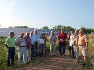 Die Niddaer SPD-Fraktion vor der Hungener Photovoltaikanlage.
