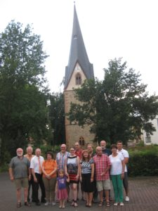 Die Niddaer SPD-Fraktion schaute sich während ihres Rundgangs unter anderem den renovierten Johanniterturm an, der am Freitag, 23. August, offiziell eingeweiht werden soll.